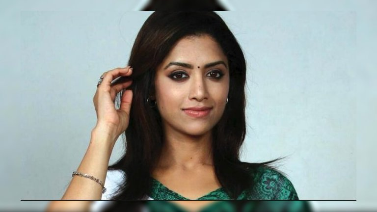 20 Best Tamil Female Singers With Name & Photos [List